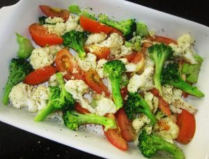 Add-Tomato-Wedges-and-condiments-for-Baked-Vegetables-with-Cheese-Recipe