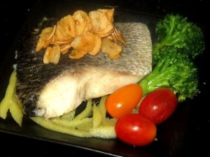 Steamed-Toman-Fish-topped-with-Crispy-Fried-Garlic-Recipe