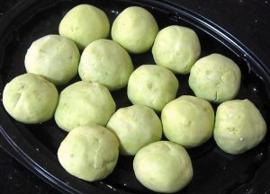 Sweet-potato-balls-ready-for-cooking-for-Ondeh-Ondeh-Recipe