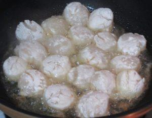Frying-scallops-for-Black-Pepper-Scallops-Recipe